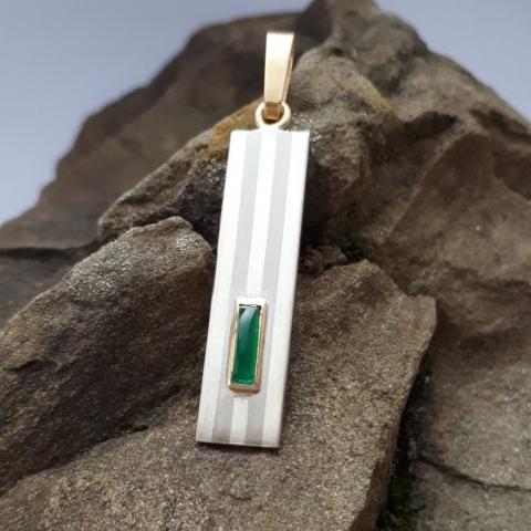 Anhänger mit Streifen, Silber, Palladium, Gold, Smaragd