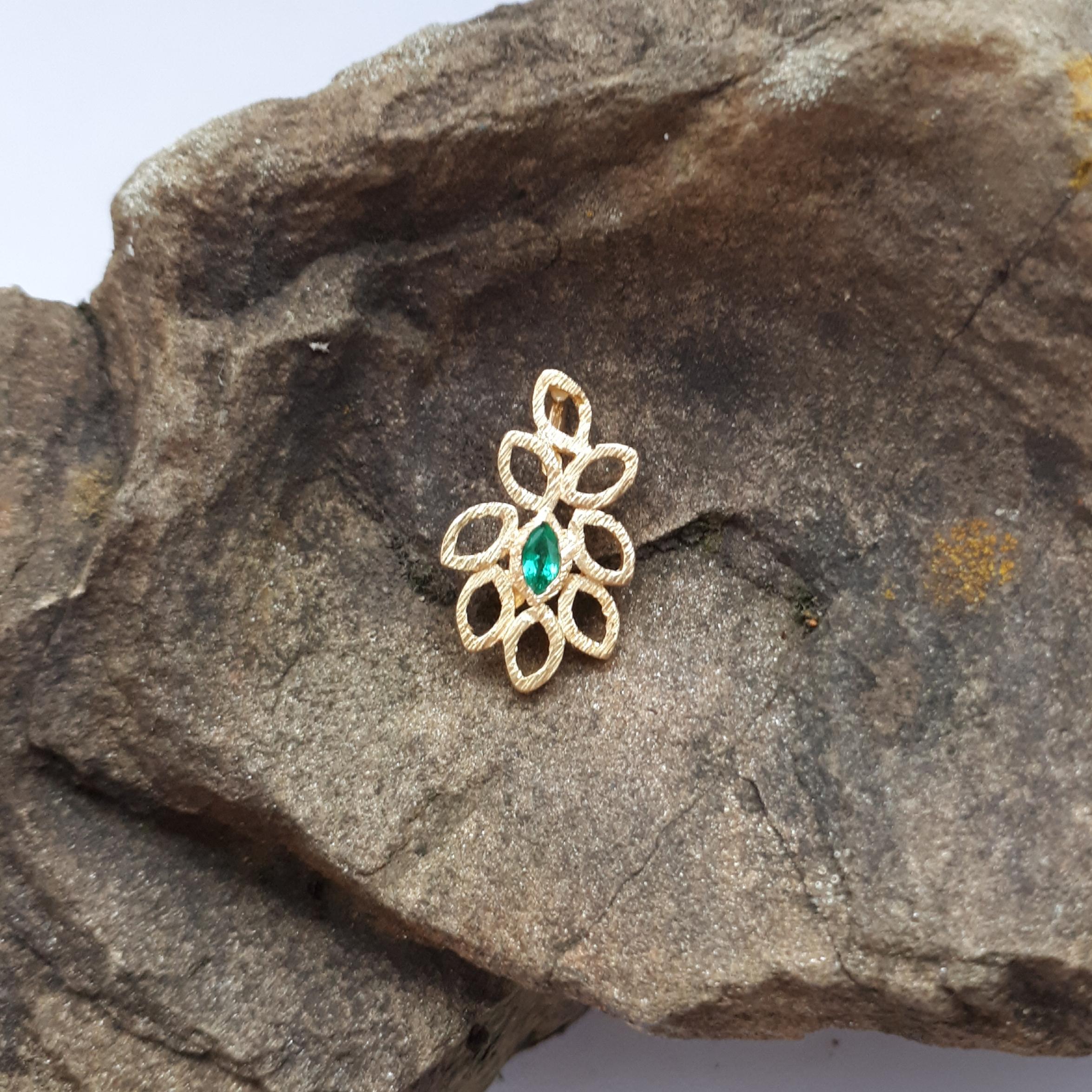 Blättchenanhänger mit Smaragd, 750 Gelbgold