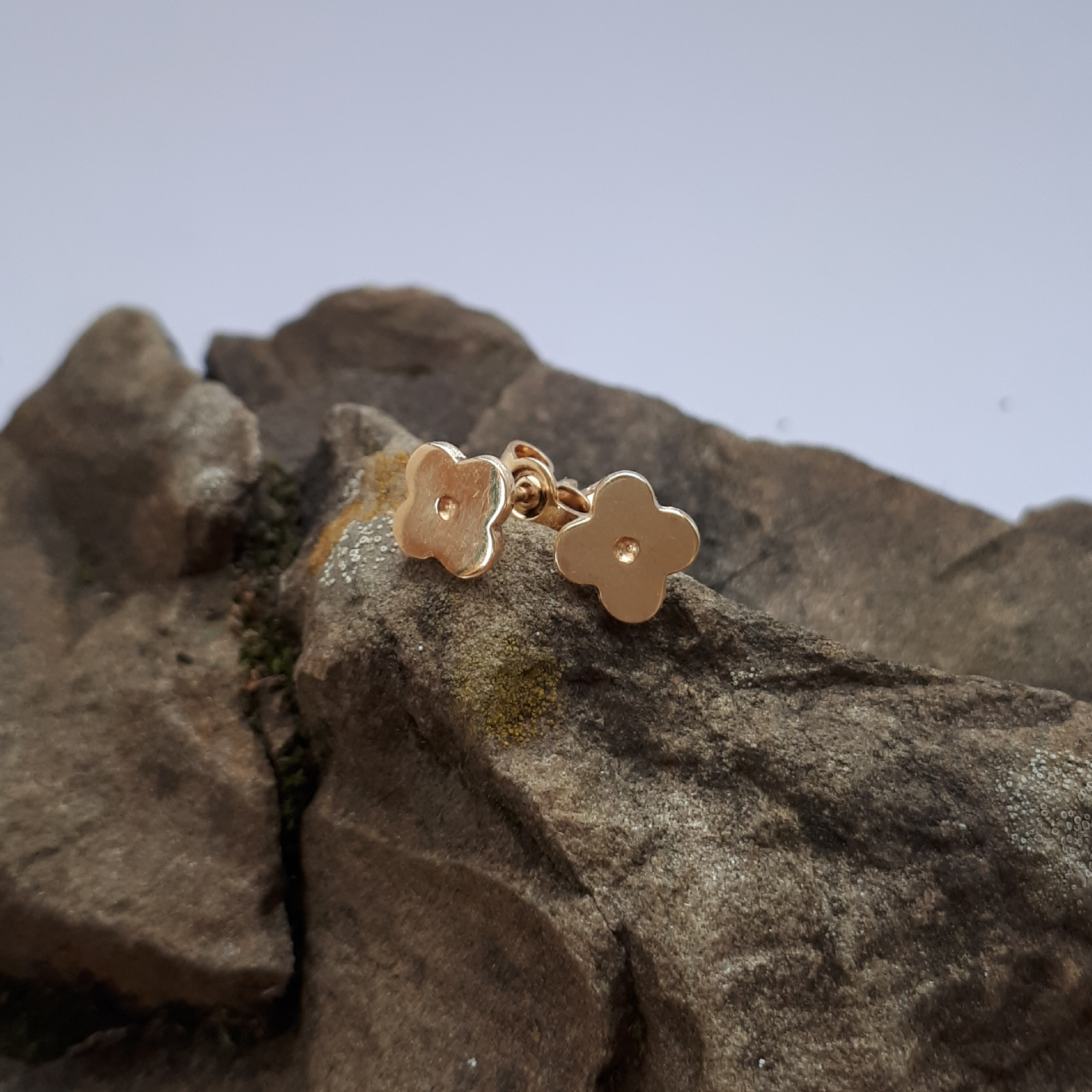 Blümchenohrstecker Gold