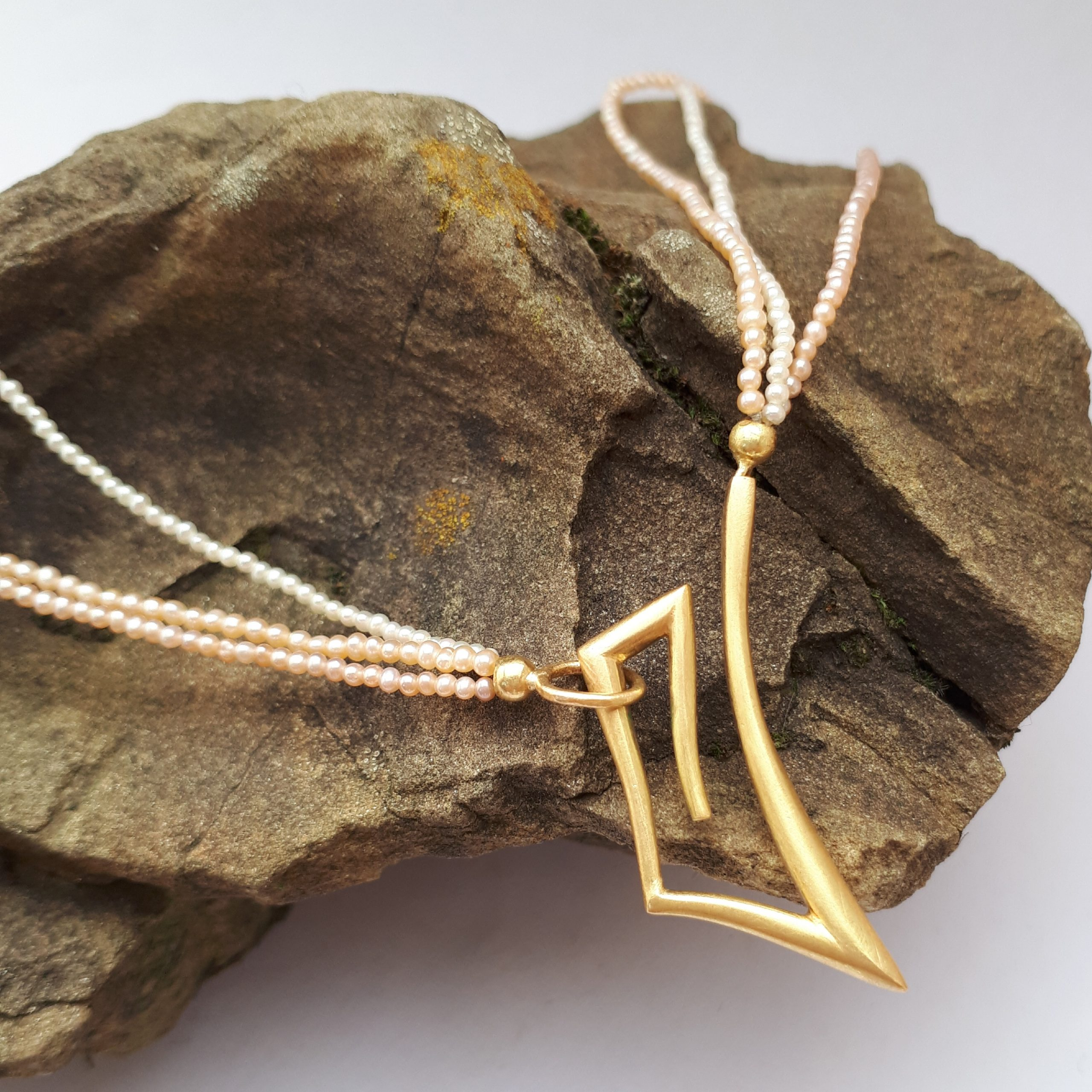 Saatperlenkette mit Zierschließe, Gold