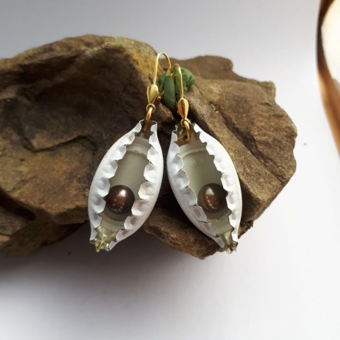 Ohrringe aus Kronkorken und Perlen