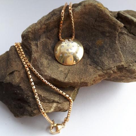 Collier mit runder Sternenscheibe, Gold, Diamanten