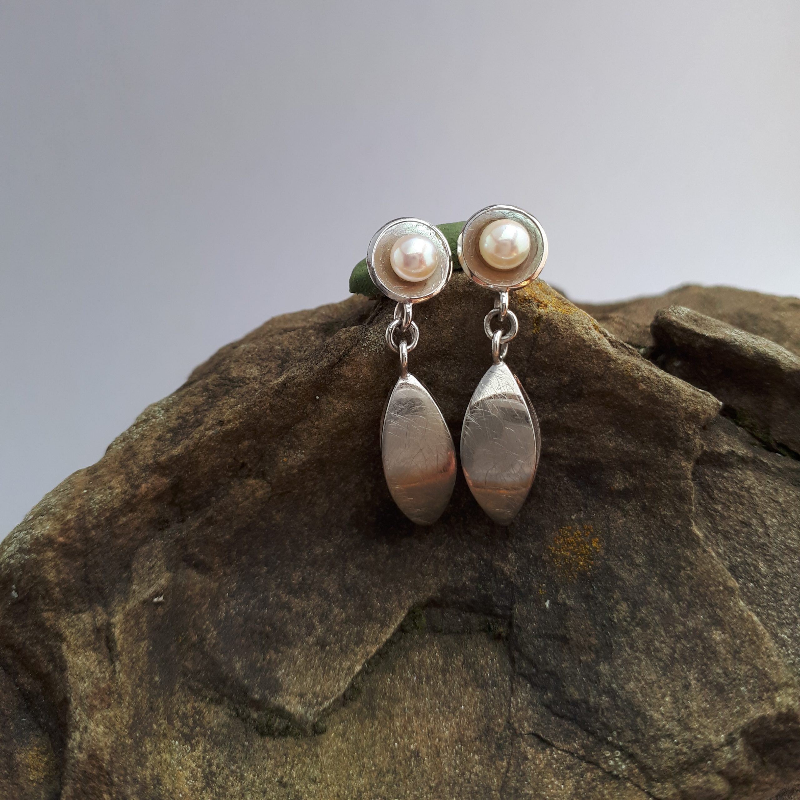 Navette Ohrringe mit Perlen, Weißgold