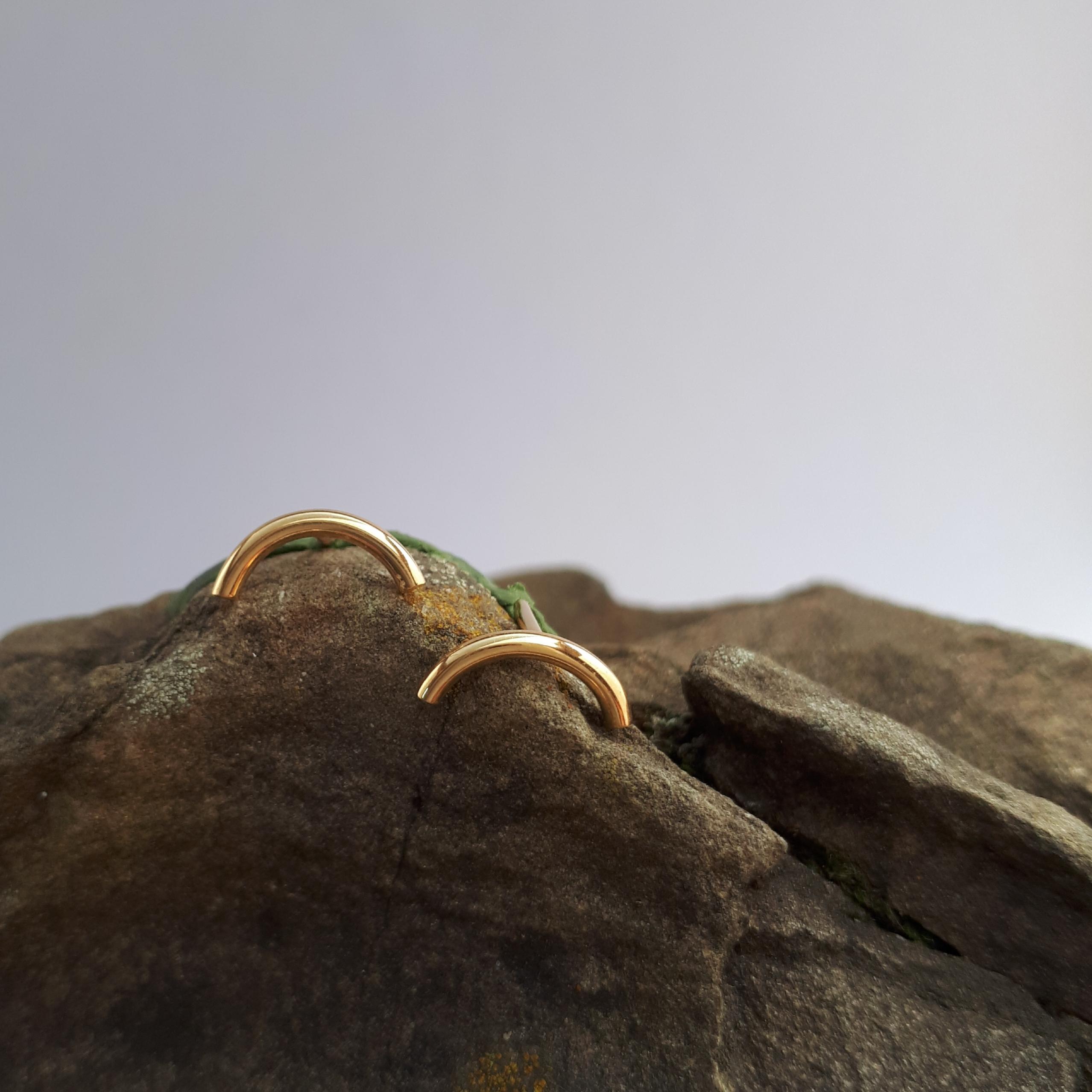 LINES, Ohrstecker gebogen, Gold