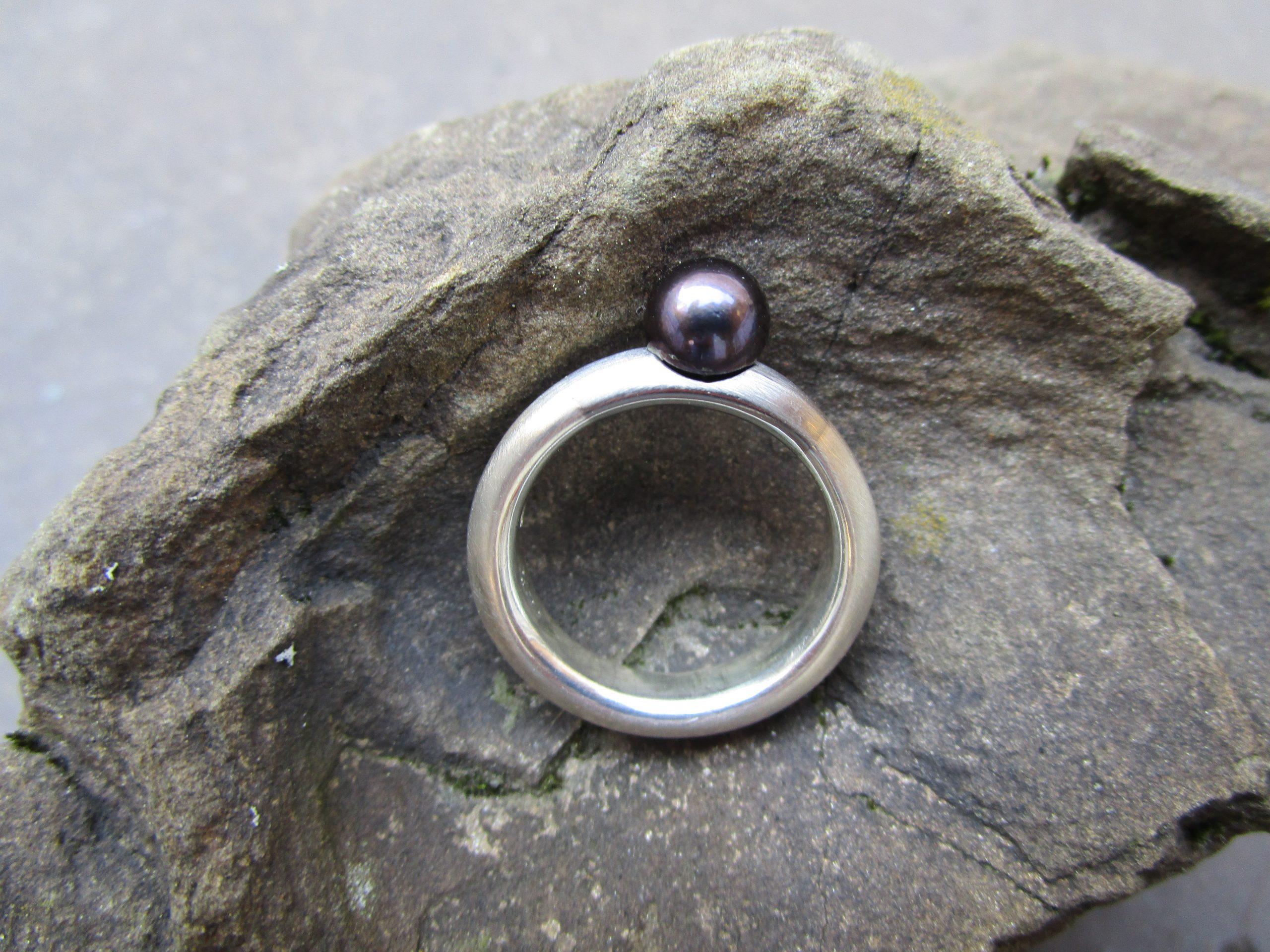 Ring mit schwarzer Perle, Silber, Palladium
