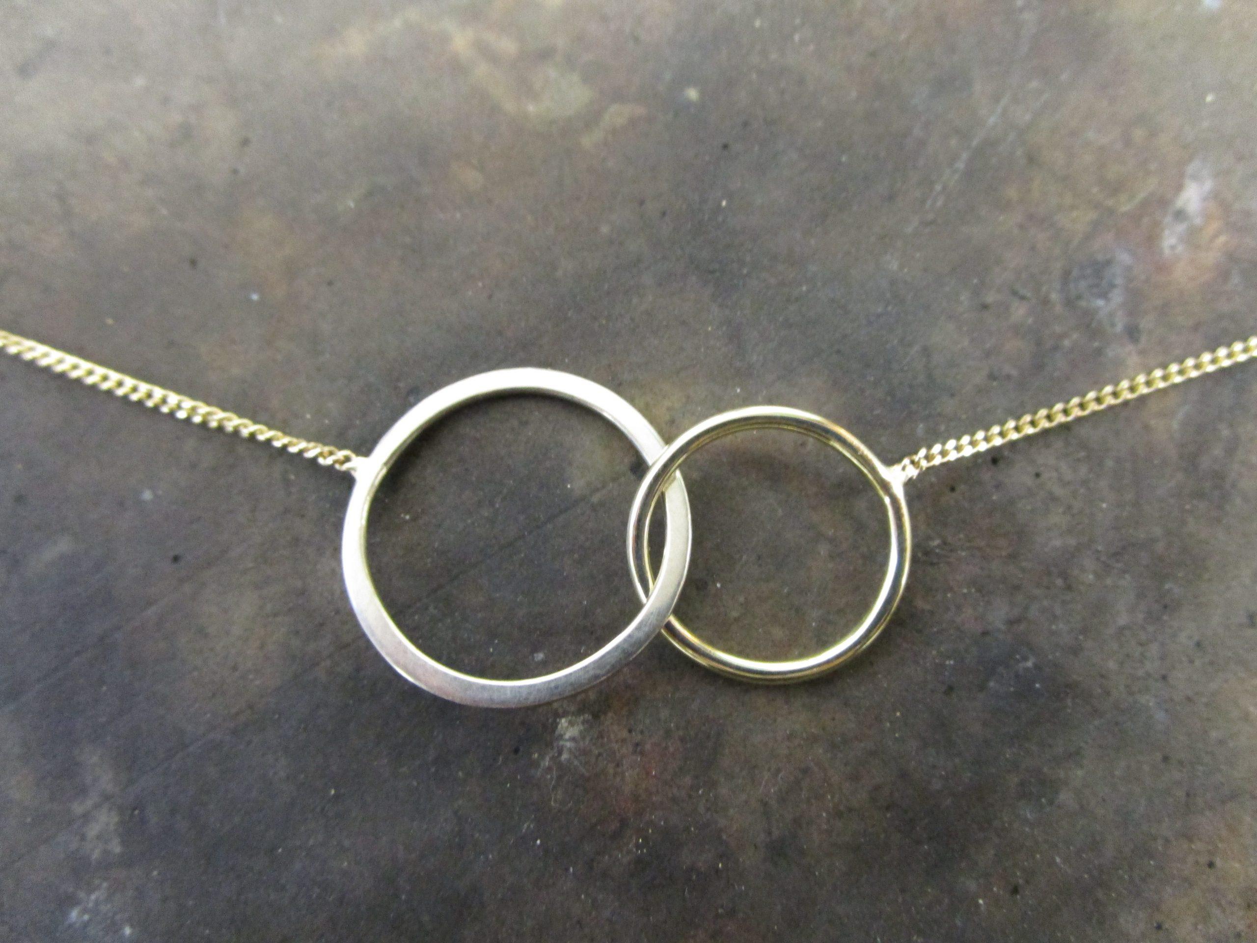 Ring in Ring, Collier, Gelbgold, Weißgold